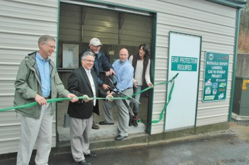 Last Friday, Ralph Seamon (left) and BrianCrutchfield of Blue Ridge Electric MembershipCorporation, Stan Steury with ASU Energy Center,Watauga County Commissioner Nathan Miller andWatauga County Recycling Coordinator Lisa Dotyparticipate in the ribbon cutting of the new systemat the Watauga County dump that will convertmethane into $700,000 worth of electricity in 10years. Photo by Jesse Wood