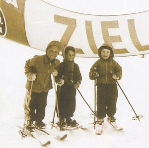 young gunther skiing