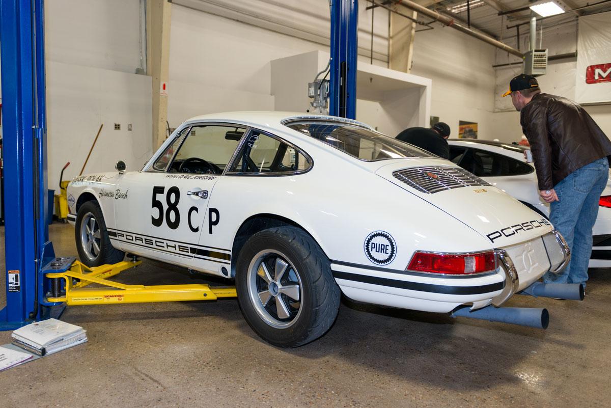 Moore Speed white Porsche