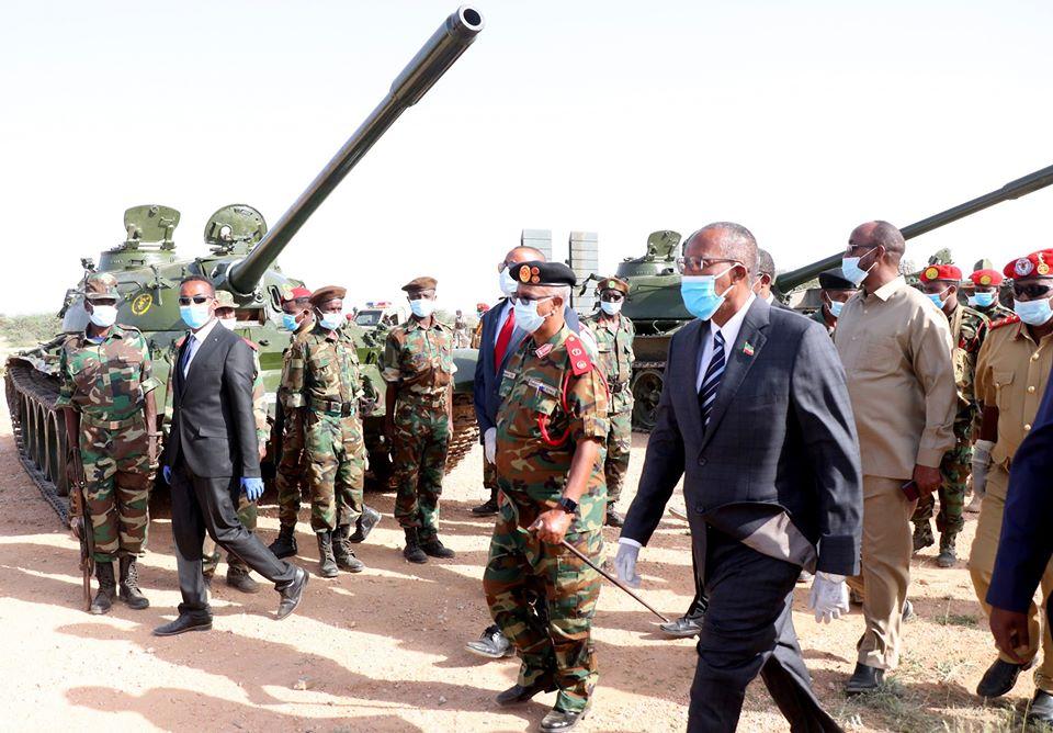 Madaxweynaha Somaliland Oo Kormeeray Kulliyadaha Ciidamada Darar-Weyne Oo Dhoollo-Tusyo Lagu Soo Bandhigay+SAWIRO