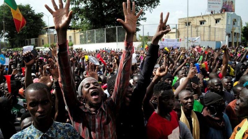 AFRIKA: Dibed-baxayaal Qabsaday Xarun Warbaahineed