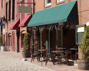 Food Service Products and Tips for Outdoor Seating at Your Restaurant