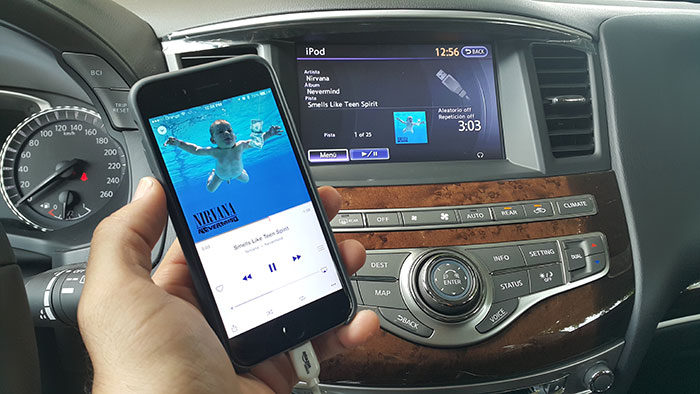 infiniti-qx60-iphone-ipod-ready