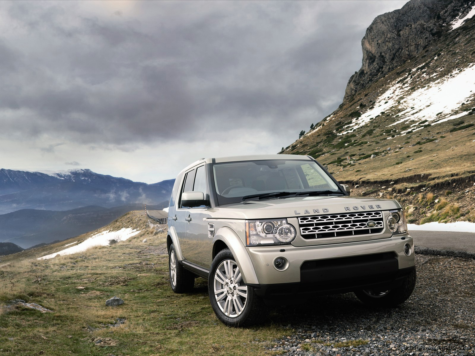 2010 Land Rover Discovery 2 Wallpaper