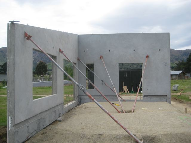 Tilt slab eco building hdw builders for Building a house on a slab