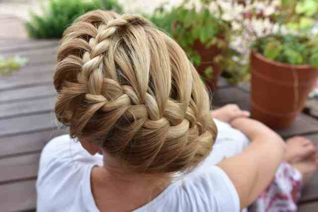 75 braided hairstyles for women (11 types of braids explained)
