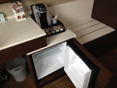 holiday inn brooklyn downtown room coffee machine fridge