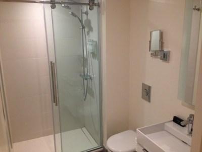 innside melia new york room bathroom shower