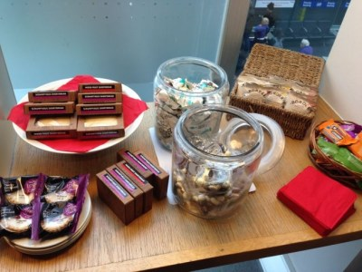 virgin trains first class lounge manchester piccadilly review snacks 1