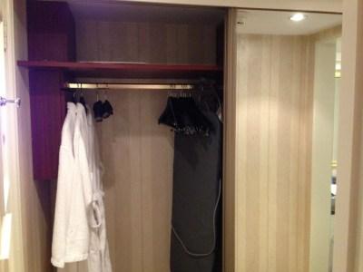 intercontinental-vienna-wien-room-wardrobe-robe-ironing-board