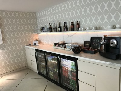 first-class-lounge-city-airport-jet-centre-bar-drinks-coffee
