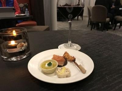 sheraton-grand-park-lane-review club-lounge-evening-snacks-wine