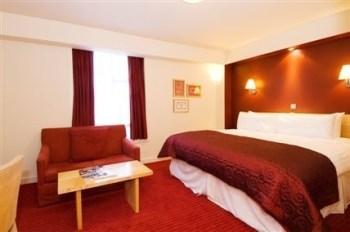 Kensington Close Hotel