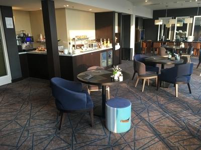 Crowne Plaza Geneva review club lounge 3