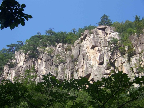 Duta San Byeongpung-am Rock Climbing South Korea