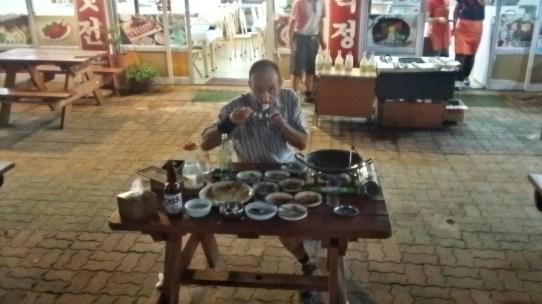 Eating at Seoraksan after the climb