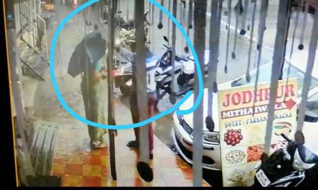 उल्हासनगर शहर में चोरों का आतंक, विक्की वाईन्स की दुकान में की चोरी,घटना सीसीटीवी में कैद