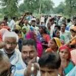 सांगीपुर:बुजुर्ग की हत्या का आरोप लगाकर परिजनों ने जताया विरोध, शव सड़क पर रखकर लगाया जाम