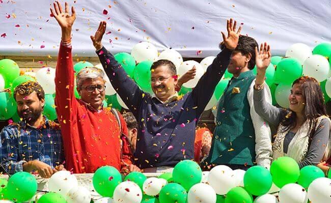 arvind-kejriwal-aap-leaders-celebrate