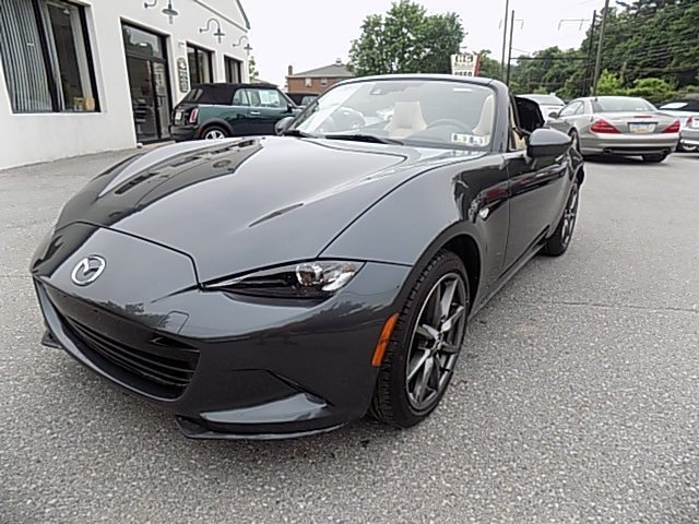 Mazda MX-5 Miata 30th Anniversary Edition Rolls Into Chicago