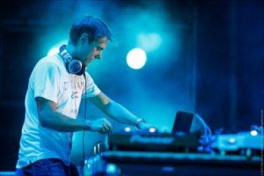 Armin-Van-Buuren-Wearing-Technics-RP-DH1200-Headphones