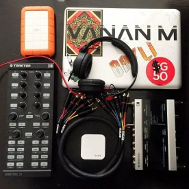 Sennheiser HD 25 Review: Professional DJ Monitor Headphones control