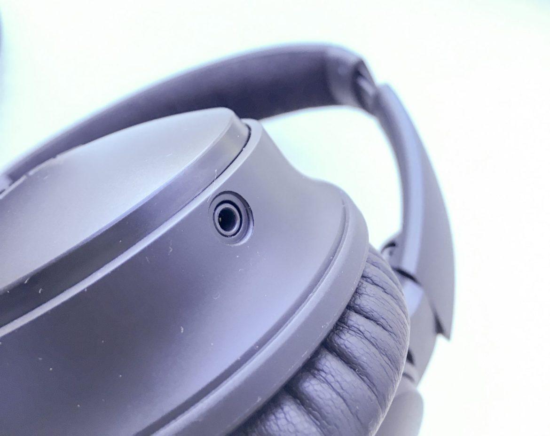 Bose QC35 headphone jack