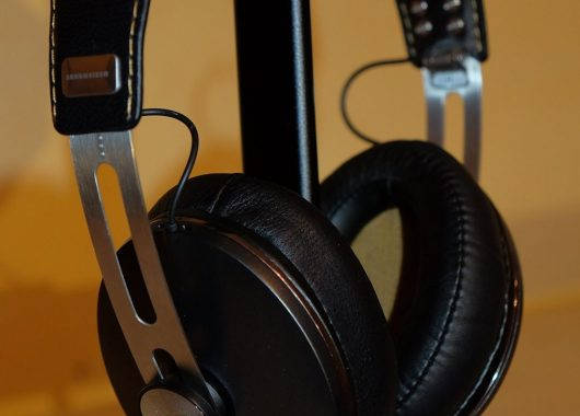 Review: Sennheiser Momentum 2
