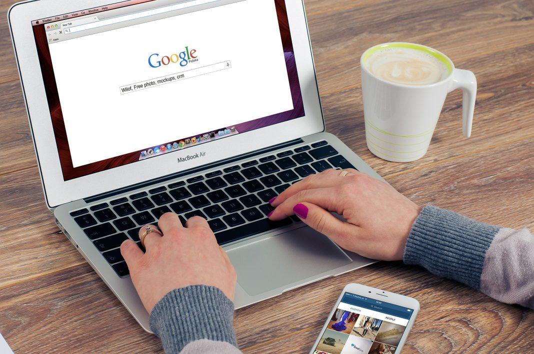 seo optimization on laptop