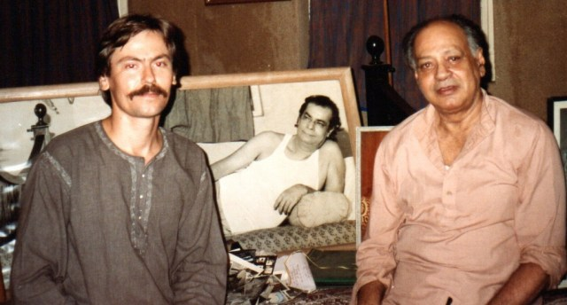 Steve Davis and Abhi Bhattacharya, at Abhi's flat in Bombay (Mumbai), India, February 1993, with photos of Dadaji. Awareness and Alignment