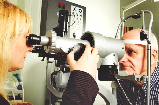 Symptoms of Macular Degeneration | Is Homeopathic Approach to Macular Degeneration Treatment Possible?