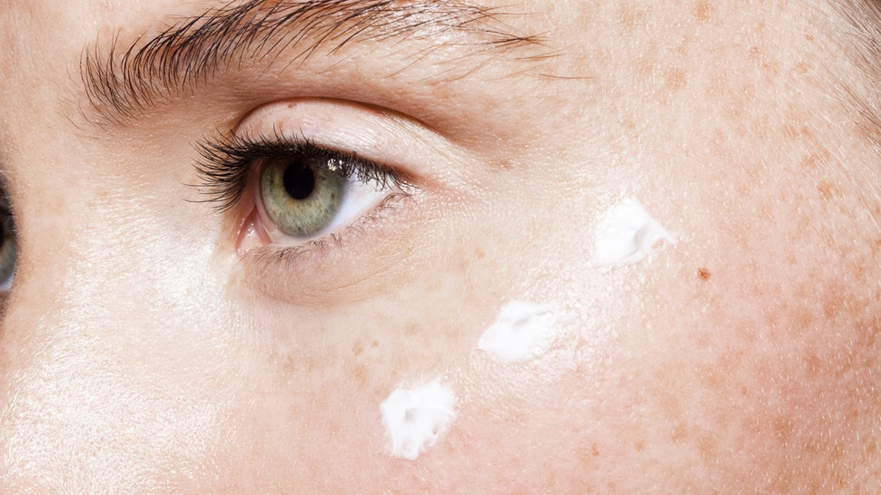 8 Natural Ways To Care of the Skin Around Your Eyes