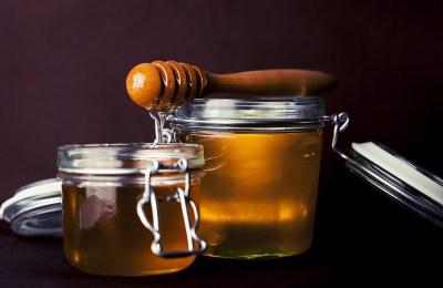 Treating Dry Skin With Raw Honey