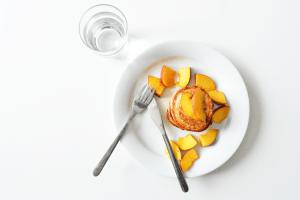 Pannenkoekjes met yoghurt en nectarine