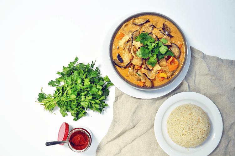 Thaise rode curry met aubergine en kip