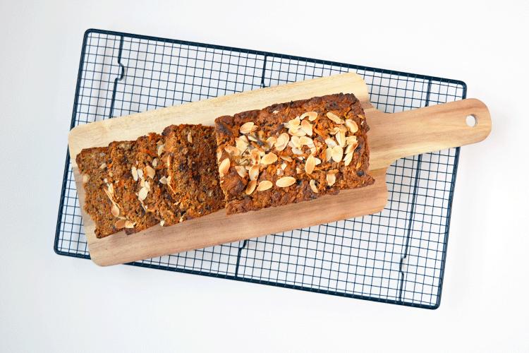Wortelcake met noten en rozijnen
