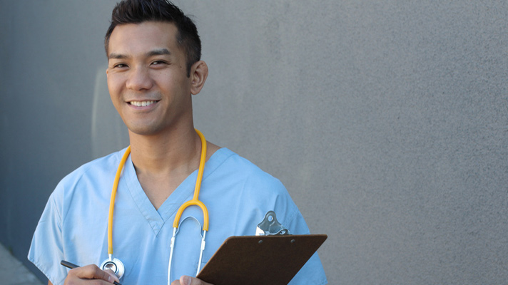Survey: Physician shortage fuels aggressive recruiting