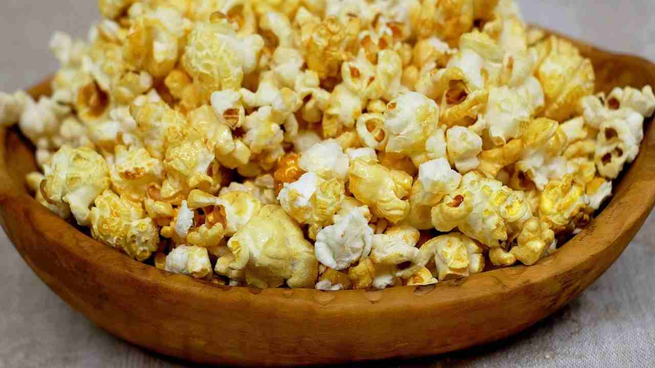 how to pop popcorn without a microwave easy in 2 min healthcarefits