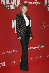 Michelle-Pfeiffer-sur-le-red-carpet-du-film-Malavita-a-Berlin-en-octobre-2013