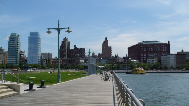 Hudson_River_Park,_New_York_City_-_panoramio