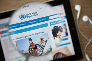 42840567 - chiangmai, thailand - february 26, 2015: world health organization homepage through a magnifying glass. who is a specialized agency of the un that is concerned with international public health. Copyright: <a href='https://www.123rf.com/profile_aradaphotography'>aradaphotography / 123RF Stock Photo</a>