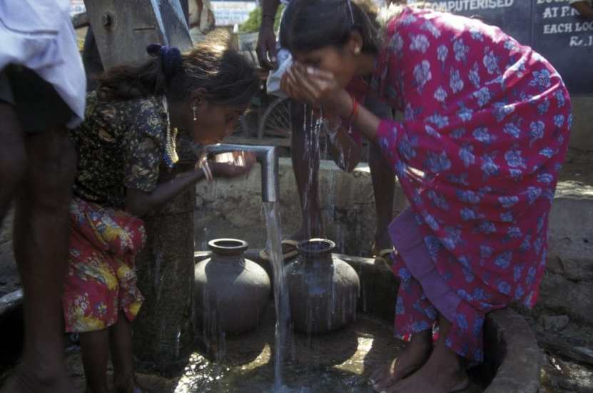Drinking water station Karnataka. Copyright: <a href='https://www.123rf.com/profile_urfl'>urfl / 123RF Stock Photo</a>
