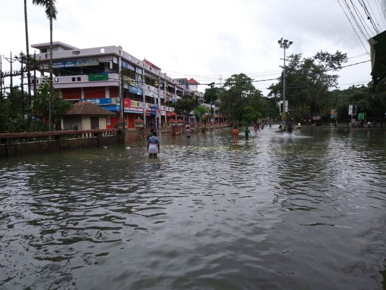 <em><strong>A stretch of road submerged by floodwaters in the town of Pala during last year's flooding in Kerala. Image credit: Praveenp [CC BY-SA 4.0 (https://creativecommons.org/licenses/by-sa/4.0)], from Wikimedia Commons</strong></em>
