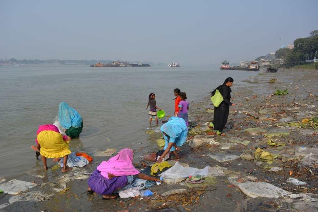 Ganga, Kolkata, devotees