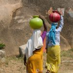 Two Indian women collect water for use in clay pots. Image credit: РікÑ'Ð¾Ñ€Ñ Ð†Ð²Ð°Ð½ÐµÑ†ÑŒ / 123rf