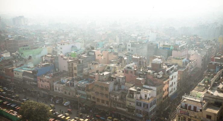 Top view of the city street in the poor quarter of new Delhi. Air pollution and smog in crowded cities. Delhi blanketed by smog. Image credit: Dmitrii Melnikov / 123rf
