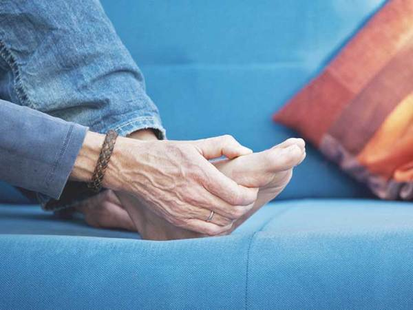 My Aching Feet: 8 Symptoms of Arthritis in Toes