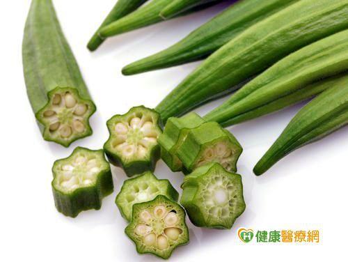 喉嚨卡卡癢癢? 涼拌秋葵洋蔥可潤肺