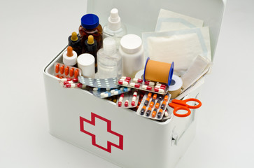 45 common item for First aid kit that can actually be used to save a life