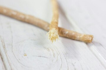 10 steps to use Chewing sticks to cure bad breath and tooth decay